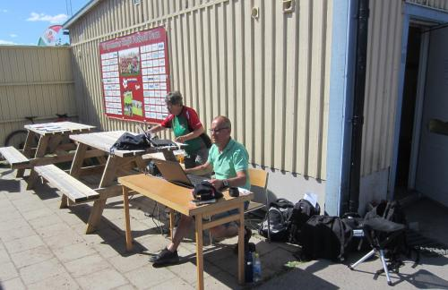 Sven Carlsson och Berith Nilsson tog emot oss vid entrén och såg till att vi fick tider vid målgång