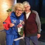 Barbro Rydén avtackas med en blomma efter många års styrelsearbete
